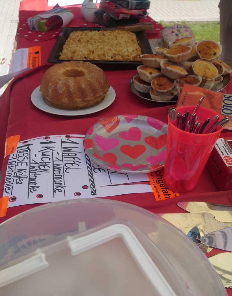 herzkranke-kinder-muenster-sommerfest-kuchenbuffet